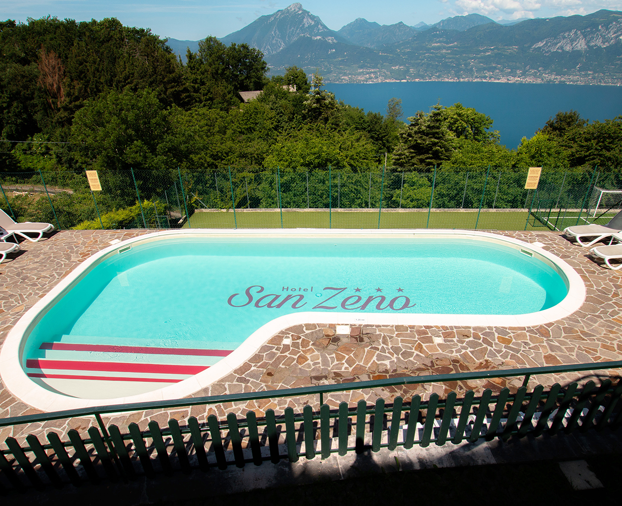 piscina-sul-lago-hotel-san-zeno