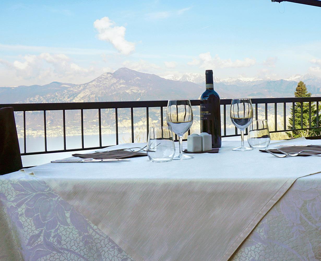 terrazza-cena-vista-lago-hotel-san-zeno