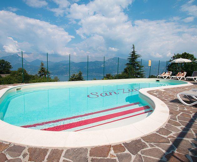 Garda-lake-swimming-pool-hotel-san-zeno